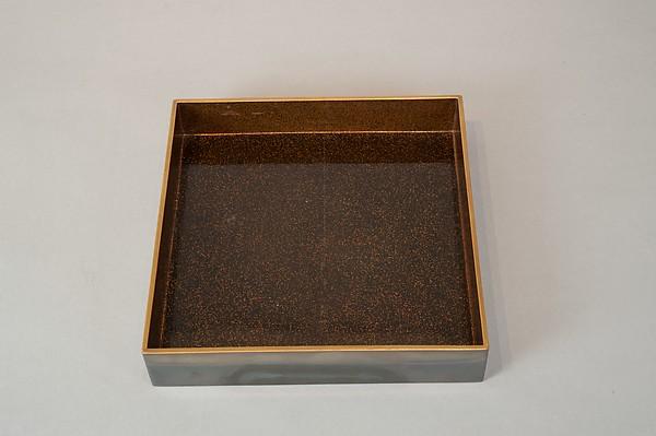 龍田川蒔絵硯箱 <br/>Writing Box with Portrait of Fujiwara no Ietaka and His Poem about the Tatsuta River