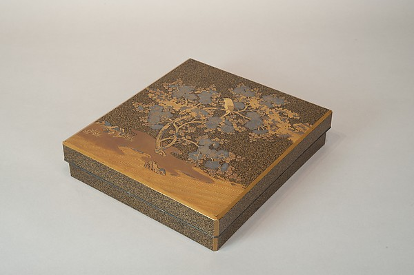 梅鶯蒔絵硯箱<br/>Writing Box with Warbler in Plum Tree