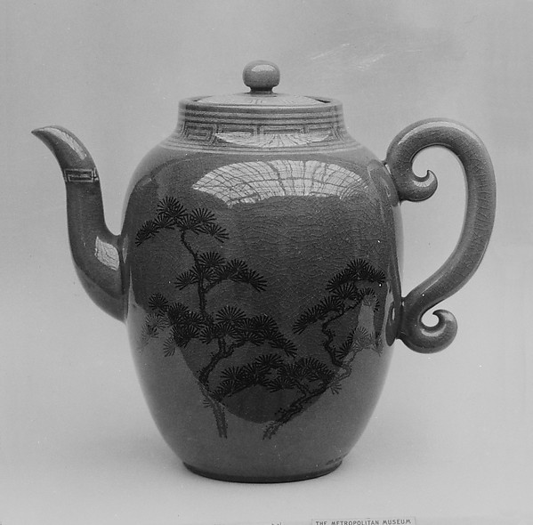 Wine pot with cover
