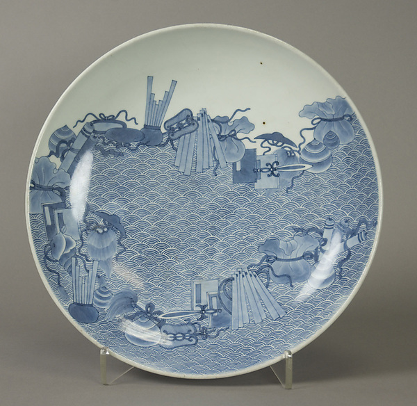 染付吉祥文皿j<br/>Dish with Assorted Treasures Floating on Waves