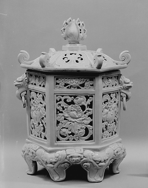 白磁陽刻釣り灯籠形香炉 一対