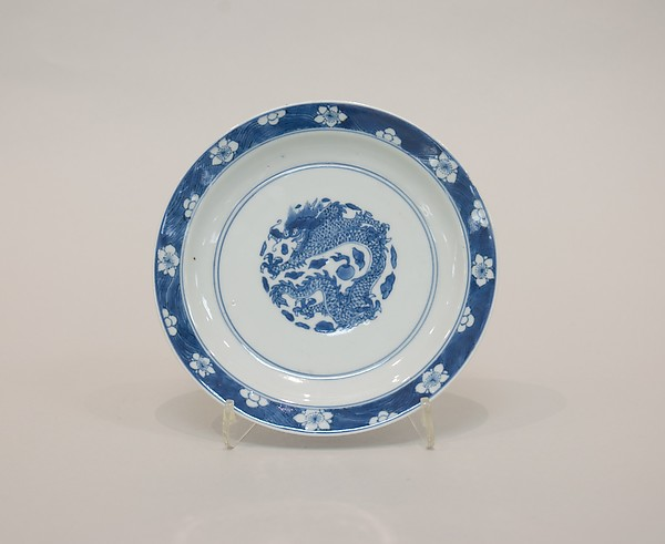 Plate with dragon