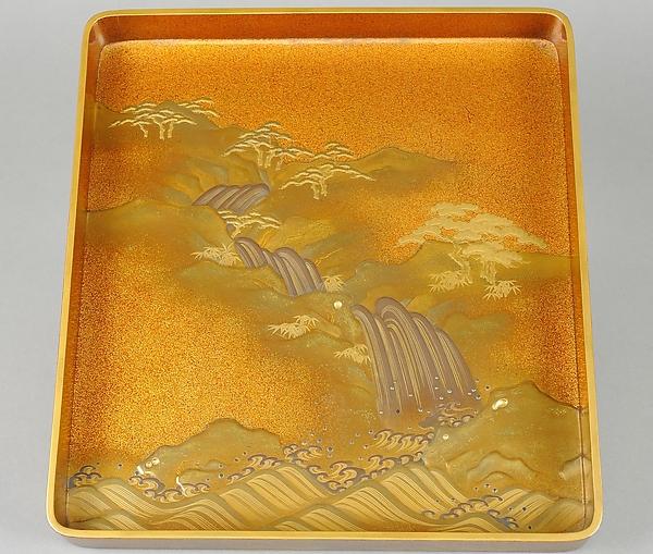 滝文字散し蒔絵硯箱<br/>Writing Box (suzuri-bako) with Waterfall and Auspicious Characters