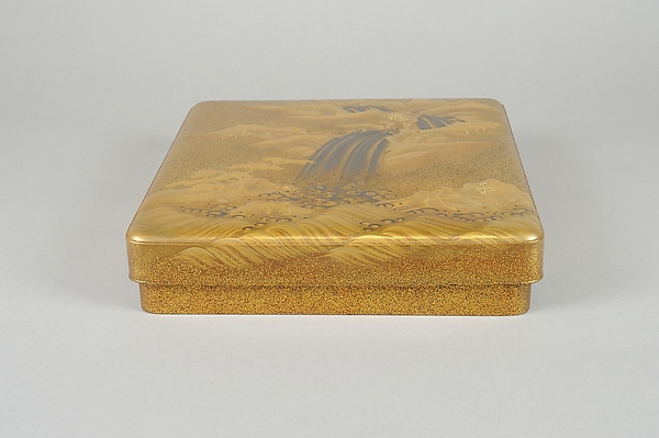 滝文字散し蒔絵硯箱<br/>Writing Box (suzuri-bako) with Waterfall and Auspicious Characters
