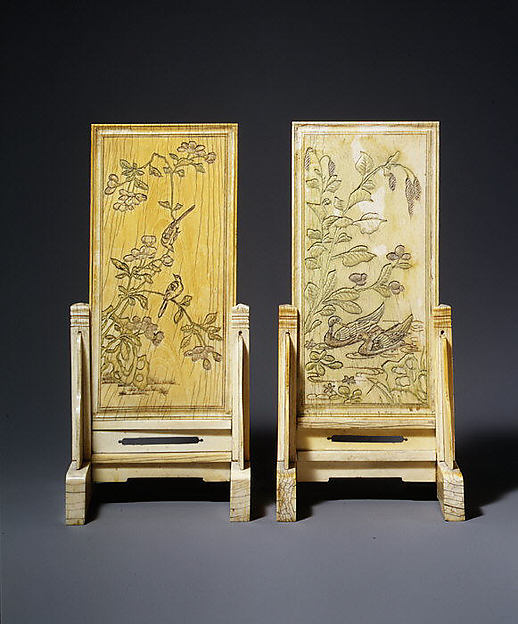 象牙插屏<br/>Pair of Table Screens with Flowers and Birds