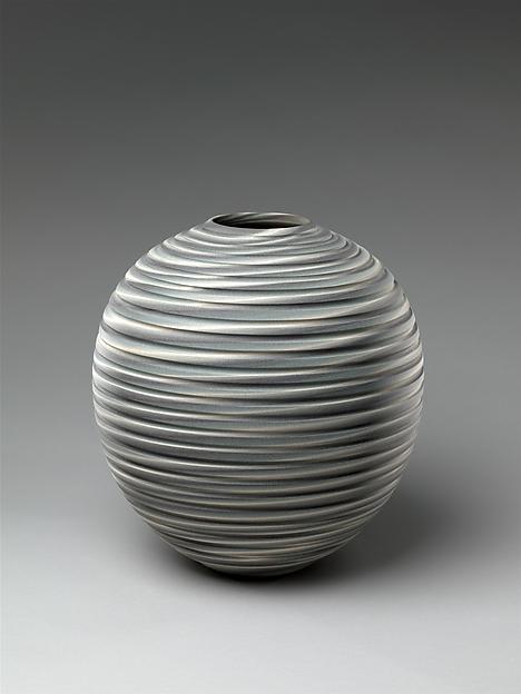"練上壷「眩暈」 <br/>Spiraling Vessel, Called ""Dizzy Shadings"""