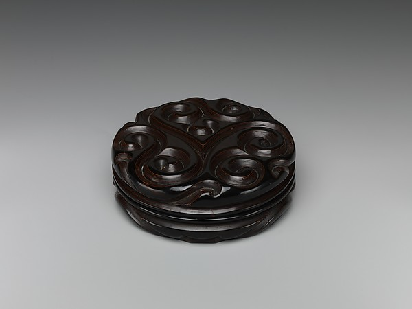 "Box with ""Fragrant Grass"" Design"