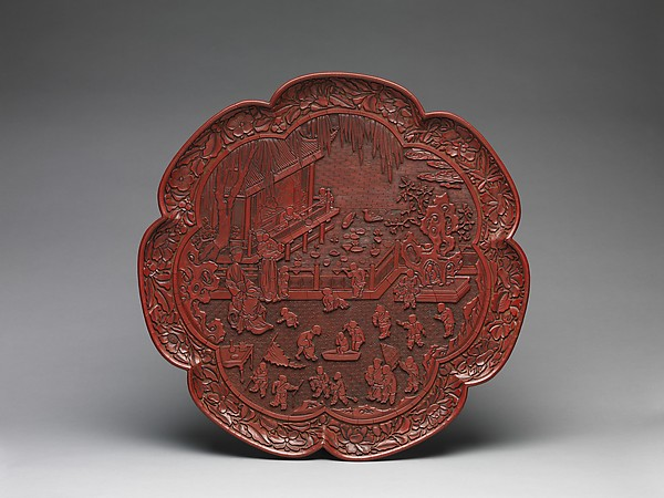 元 剔紅仕女嬰戲圖漆盤<br/>Tray with Women and Boys on a Garden Terrace
