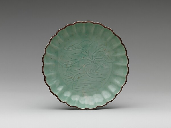 Dish with Vegetal Design