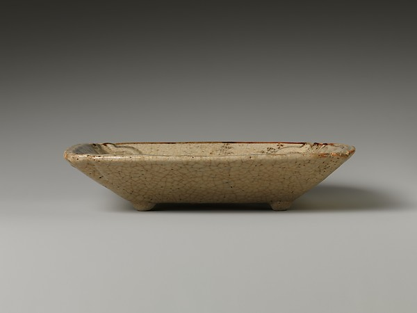 Molded Dish with Design of Autumn Grass
