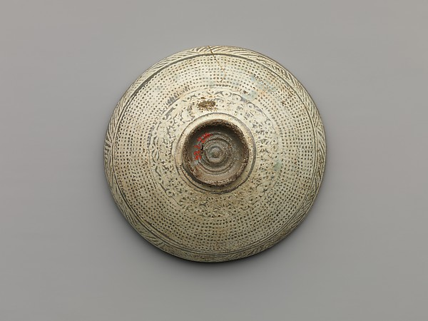 Dish with Decoration of Chrysanthemums and Rows of Dots, with Inscription