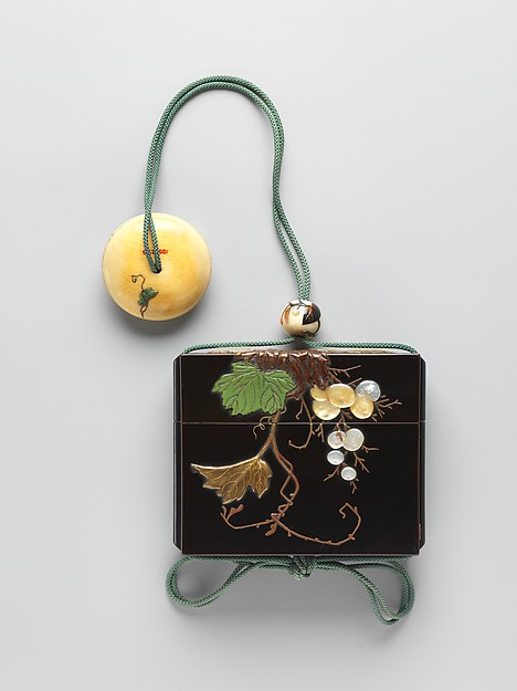 葡萄蒔絵印籠 銘「樗平」<br/>Inrō with Grapevine