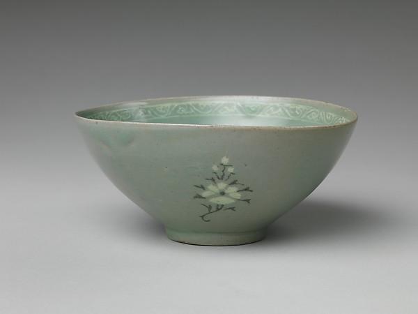 청자 상감 모란 물고기 무늬 대접 고려<br/>靑磁象嵌牡丹魚文大楪 高麗<br/>Bowl with decoration of fish