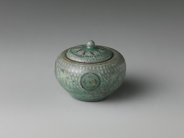 Small Jar and Cover with Decoration of Chrysanthemums, Cranes, and Clouds