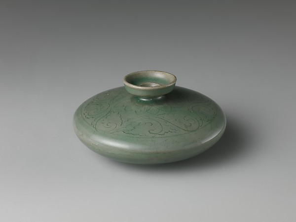 Oil Bottle with Decoration of Lotus Petals and Floral Scroll