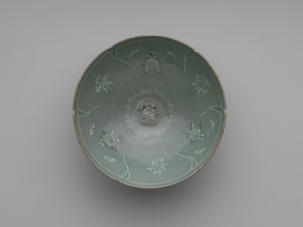 Bowl with Foliate Rim