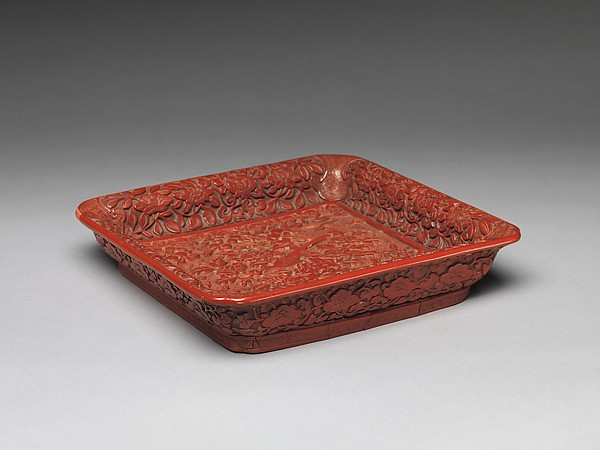 明晚期 剔彩花鳥紋漆盤<br/>Tray with Rock, Pheasants, and Peonies