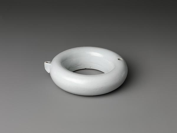 백자 고리 모양 연적 조선  <br/>白磁環形硯滴 朝鮮<br/>Ring-shaped water dropper
