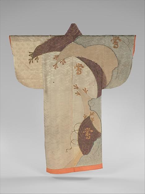白綸子地網文字散模様小袖 <br/>Robe (Kosode) with Fishing Net and Characters