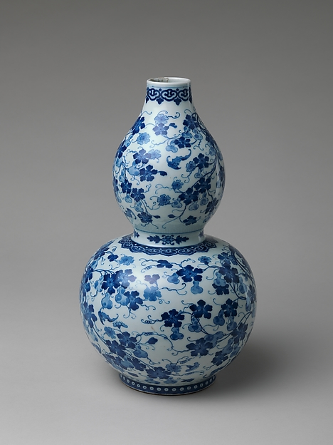 Gourd-Shaped Vase with Design of Gourds and Vines