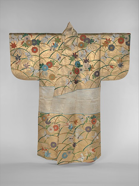胴箔地薄菊紅葉蝶模様縫箔<br/>Noh Robe (Nuihaku) with Design of Butterflies, Chrysanthemums, Maple Leaves, and Miscanthus Grass