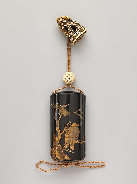 梟鴉蒔絵印籠<br/>Inrō with Owl and Crows in Tree