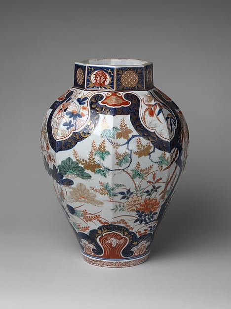 鳳凰図鷹蓋大壺 有田焼・古伊万里様式<br/>Large Baluster Jar with Phoenix and Figure of Hawk on Lid