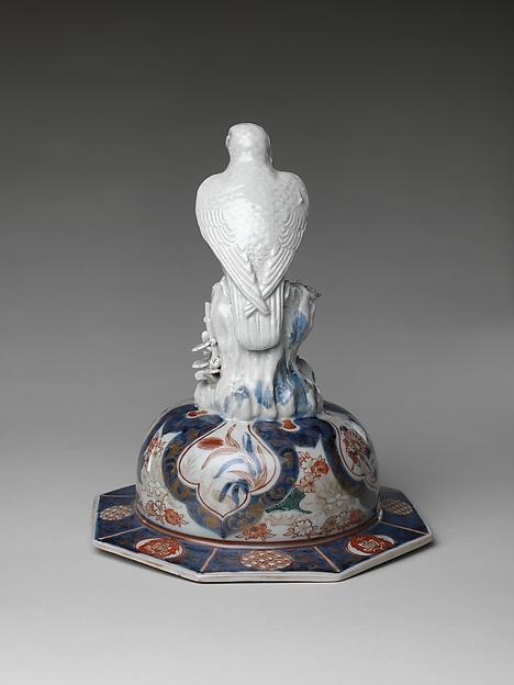 鳳凰図鷹蓋大壺 有田焼・古伊万里様式<br/>Large Baluster Jar with Phoenix and Figure of Hawk on Lid