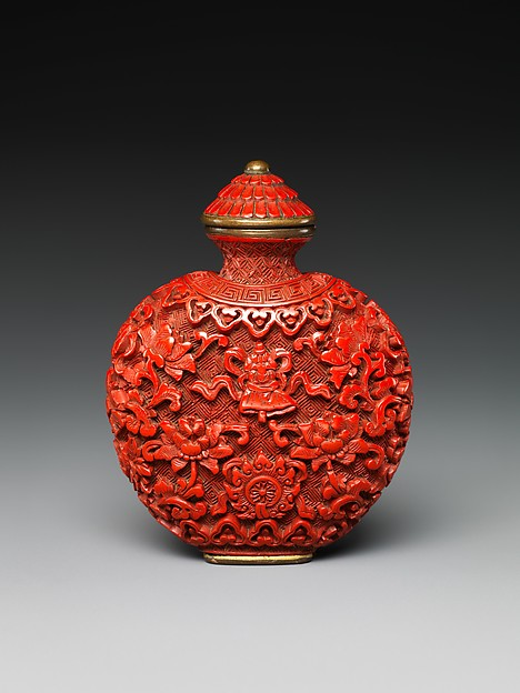 Snuff bottle with Buddhist emblems