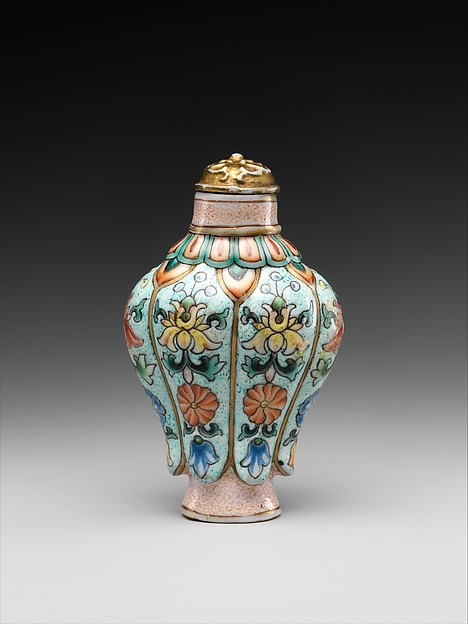 Snuff bottle in imitation of painted enamel metalwork