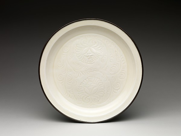 Plate with chrysanthemums