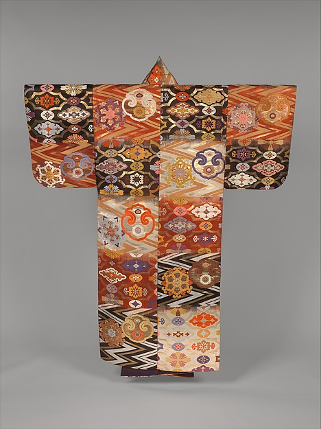 "唐花雲板模様段替厚板<br/>Noh Robe (Atsuita) with Cloud-Shaped Gongs and ""Chinese Flowers"""