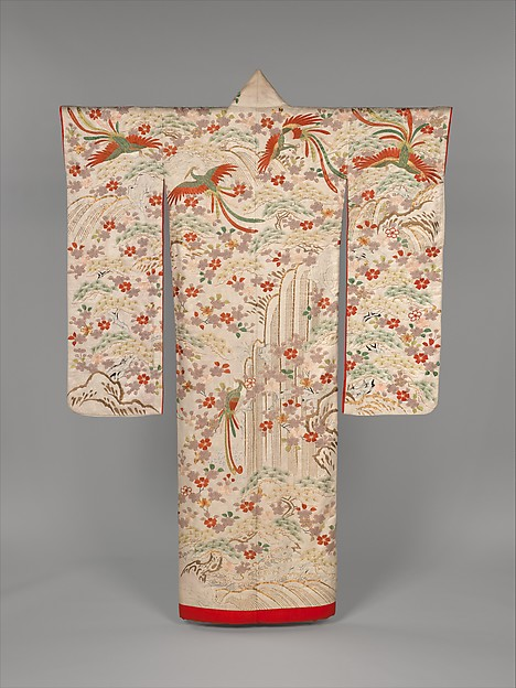白綸子地滝松桜尾長鳥模様打掛<br/>Over Robe (Uchikake) with Long-Tailed Birds in a Landscape