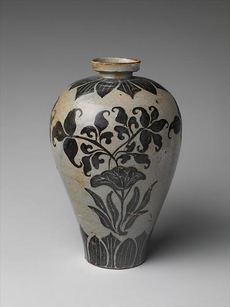 청자 철화 연꽃 무늬 매병 고려<br/>靑磁鐵畫蓮花文梅甁  高麗<br/>Maebyeong with decoration of lotus flowers