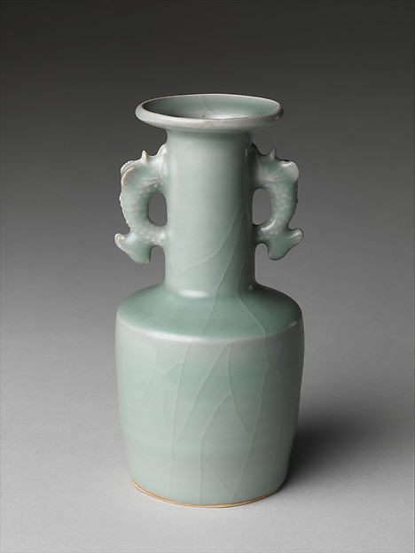 龍泉窯雙耳瓶<br/>Vase with Dragonfish Handles