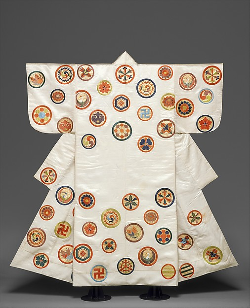 白繻子地丸文散模様縫箔