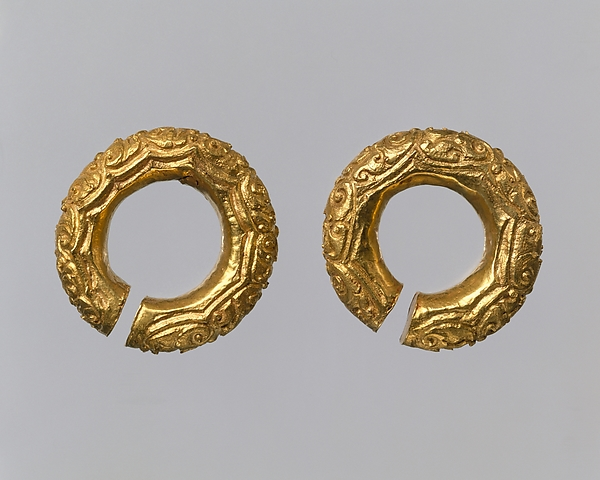 Pair of Round Earrings, Foliate