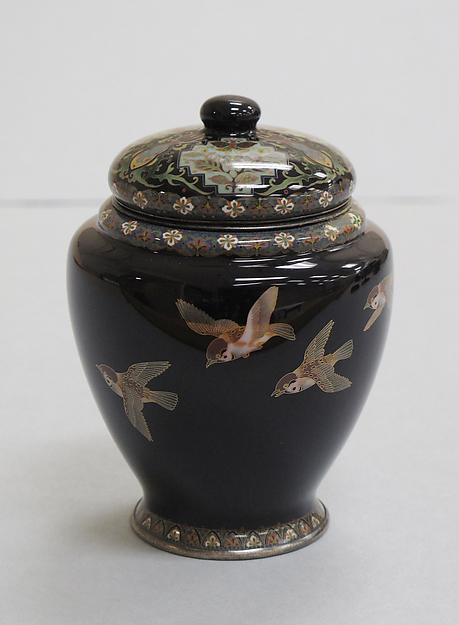 初代または2代目林小伝治作  七宝群雀文壺<br/>Covered Jar with Sparrows in Flight