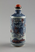 Snuff bottle with theatrical scene