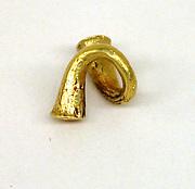 Ear Ornament in Twisted Shape