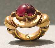 Ring Inlaid with Oval-Shaped Red Stone with Ribbed Hoop