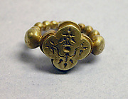 """Ring with Quatrefoil-shaped Bezel with """"Sri"""" Inscription"""