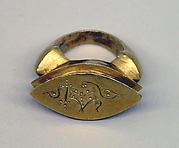 """Stirrup-shaped Ring with Oblong Bezel and """"Shankha"""""""