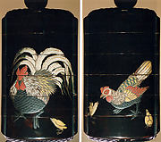 鶏蒔絵印籠<br/>Inrō with Rooster, Hen, and Chicks