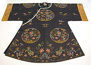 Woman's Informal Robe with Garden Roundels