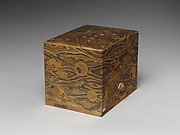 Cosmetic Box (mayudzukuri-bako) with Pine, Bamboo, Plum, and Tokugawa Family Crest on Wood-Grain Ground