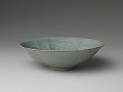 Bowl with foliate rim and peony decoration