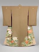 朽葉縮緬地牡丹雉子模様着物<br/>Kimono with Pheasants amid Peonies