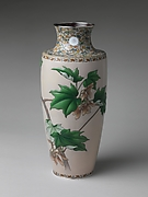 菊紋楓枝文七宝瓶 (一対)