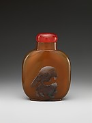 Snuff bottle with eagle and bear